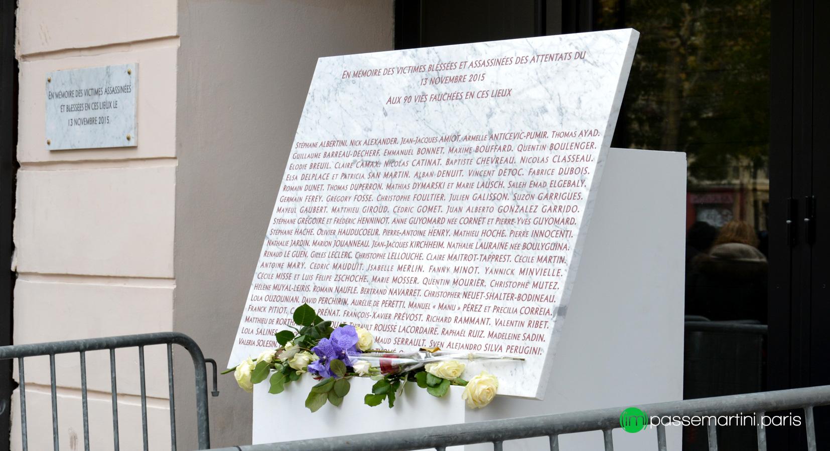 13 novembre 2017, dalle commémoratives avec le nom des victimes