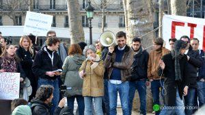 Les personnes présentes étaient invitées à s'exprimer au mégaphone
